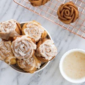"""NEW NORDIC WARE Rose Bud Pan 10"""" Cupcake Rosebud"""